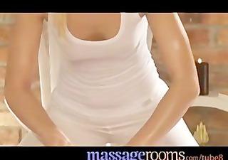 biondo_massaggio