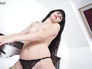 super mature babe masturbate on her bunk