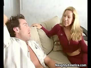 milf gets seduced