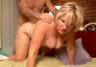 hot cougar can to give a sloppy rimjob