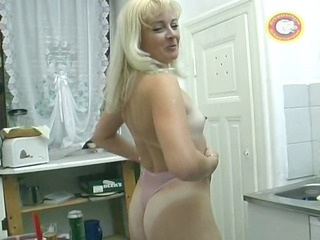 solo cougar with candles inside her pussy