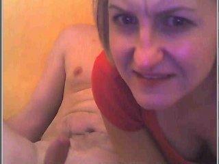 housewife gags when deepthroating