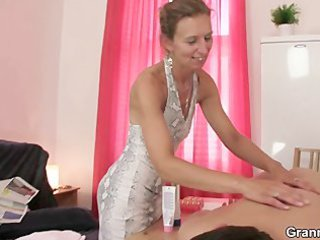 granny masseuse gets her shaggy hole nailed