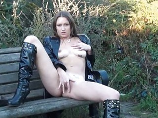 gorgeous american woman randy masturbating openair