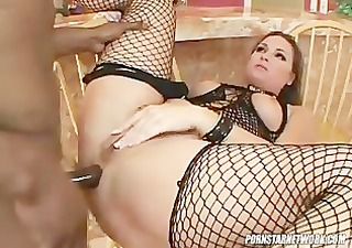 squirt queen flower tucci gets her a-hole drilled