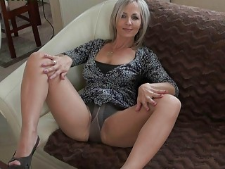 handsome bleached momma into stockings does